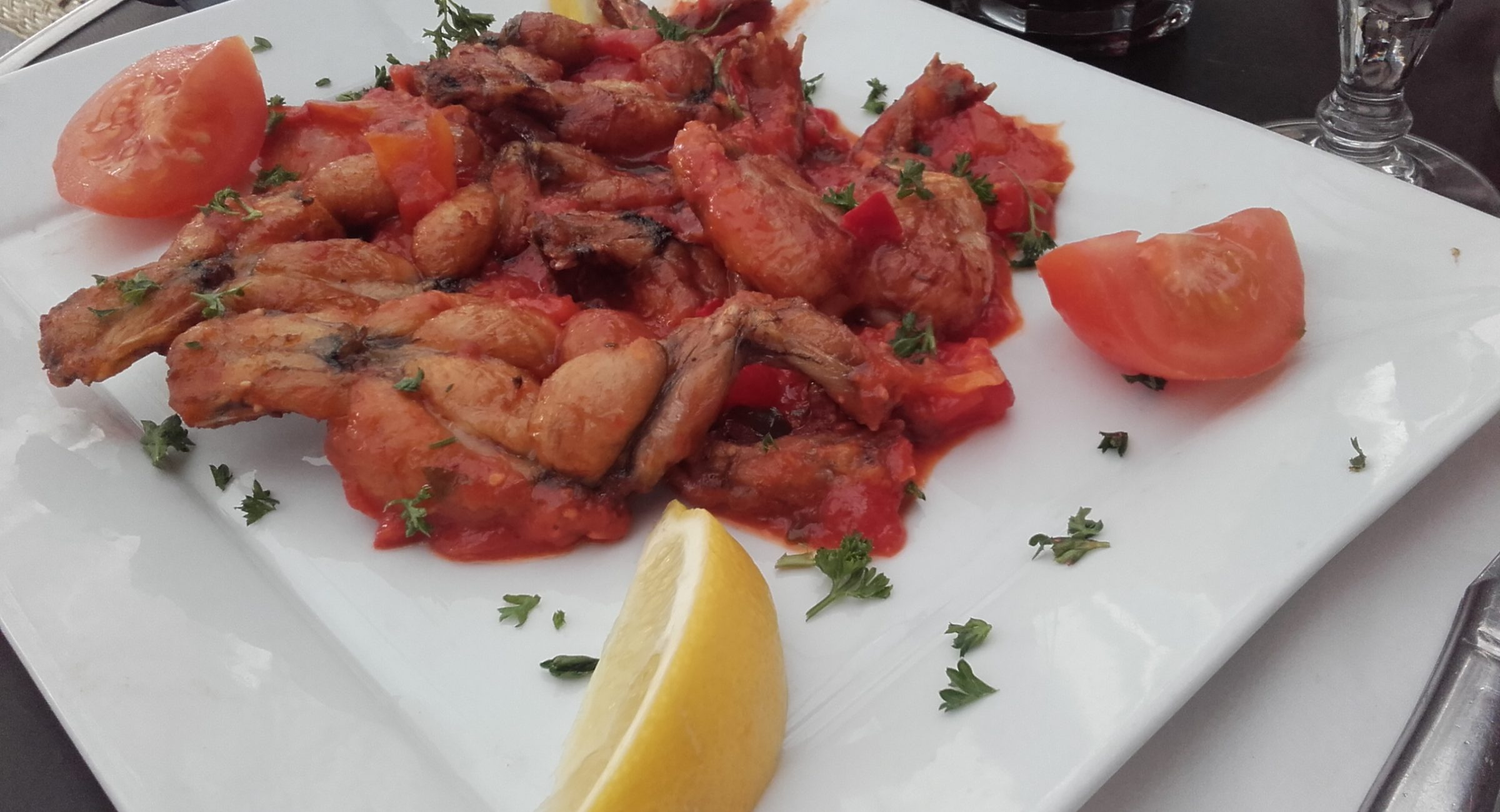 frog legs in tomato sauce