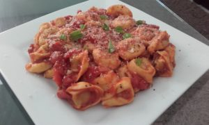 ham tortellini with easy tomato sauce